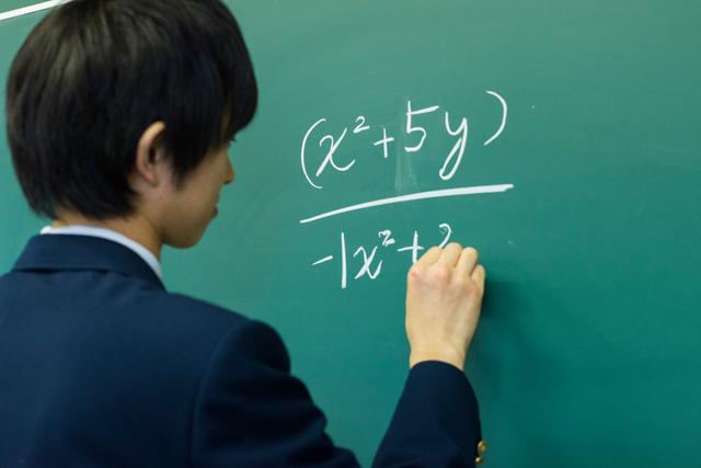 数学の問題を解く時、本当に『途中式を省くこと』が点数アップにつながる?